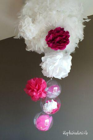 diy paper flower, faire des fleurs en crépons, diy lampe plume