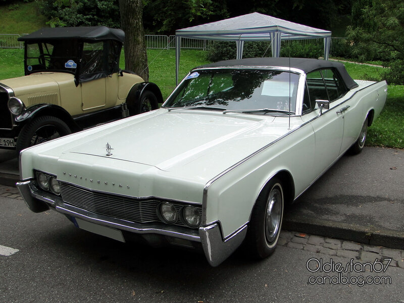 lincoln-continental-convertible-sedan-1967-01
