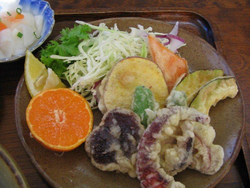 Tempura (légumes et poissons revenus en friture)