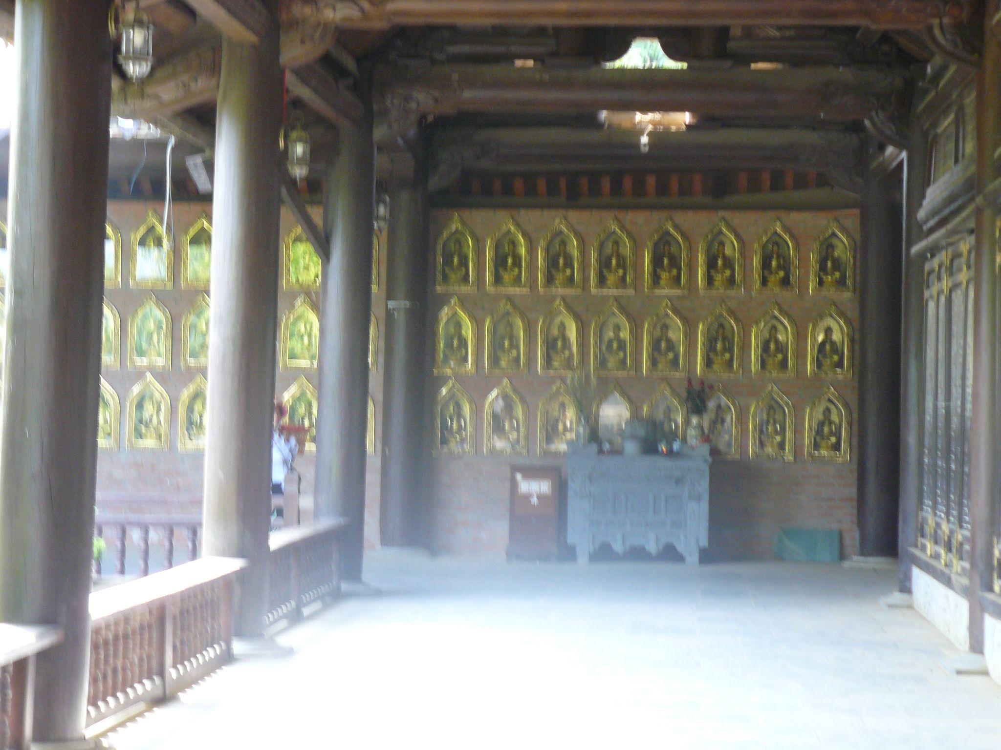 P1140322 bai niches et bouddhas