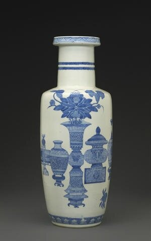 A blue and white rouleau vase, Kangxi. Photo Bonhams.
