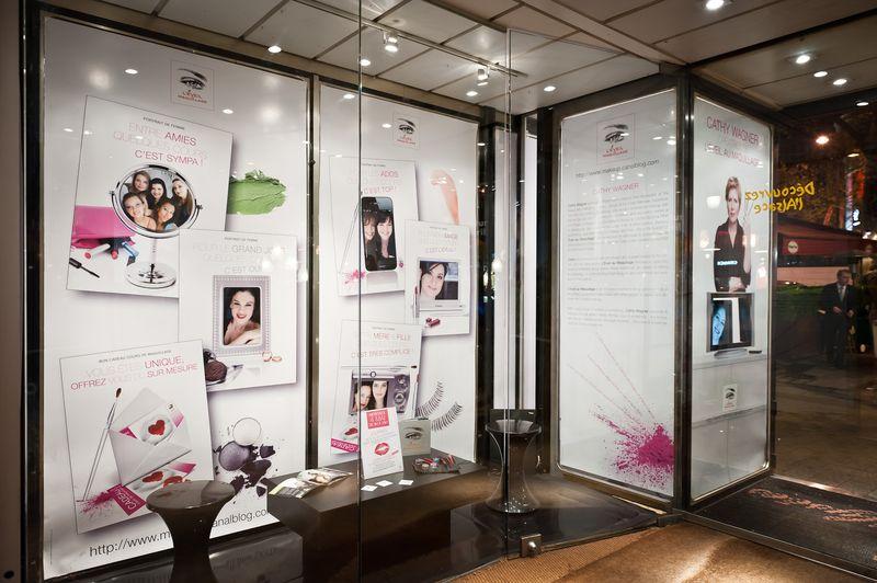 Portrai(s) de Femme(s) Vitrine Champs Elysées © EVEIL AU MAQUILLAGE®