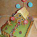 Gâteau Hansel et Gretel maison et biscuits pain épice