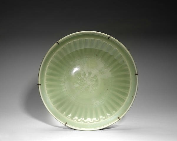 A Longquan celadon fluted dish, 15th century