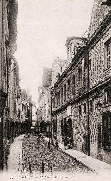 Troyes, Hôtel de Mauroy et rue Trinité