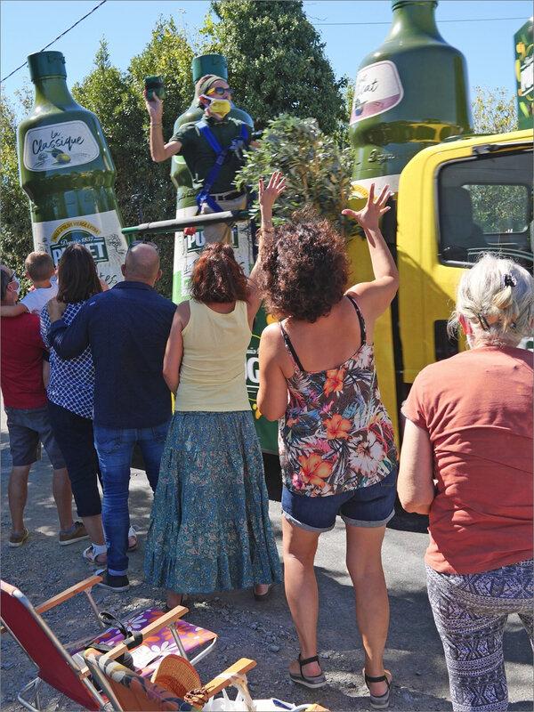 Tour de France 79 15 090920 ym caravane huile spectateurs