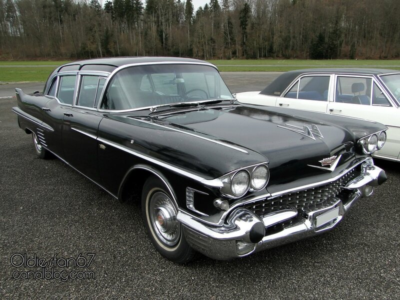 cadillac-fleetwood-75-limousine-1958-01