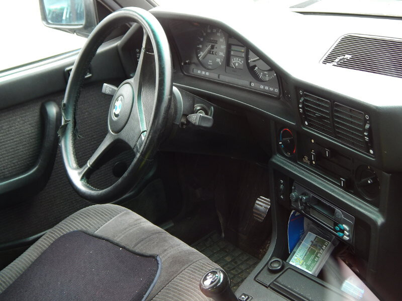 BMW528iE28int