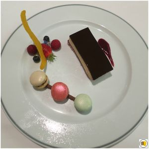 Au printemps de saveurs des douceurs - pistache, fruits rouges, coco, chocolat
