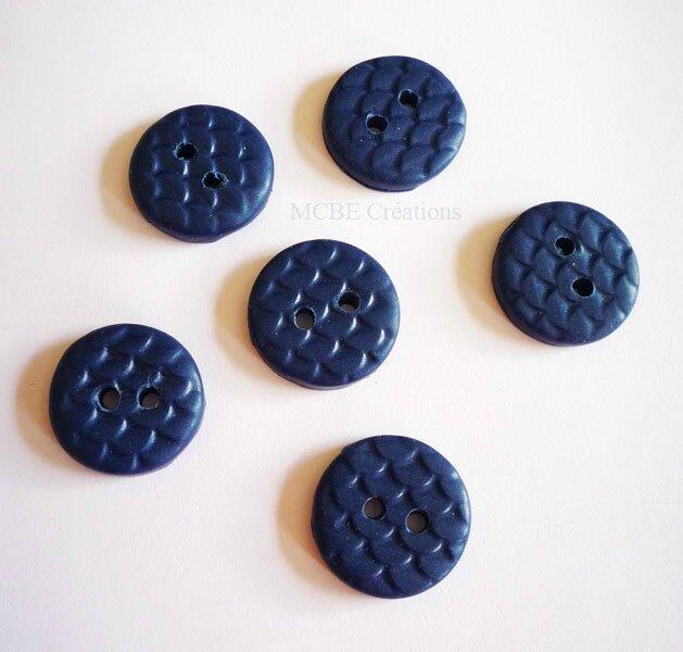 boutons-bleu-texture-ecailles
