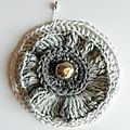 broche chic gris