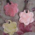 Colliers 7 ; 3 fleurs florus anis, rose, rose soutenu 20,00 chq