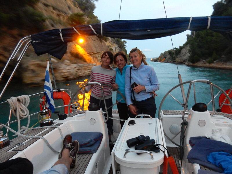 Dans le canal de Corinthe, Cathy, Véronique et Virginie, T2A expedition en Grèce 281018 DSCN8544