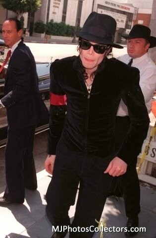 -Michael-at-Princess-Diana-s-Memorial-service-michael-jackson-20132825-315-480