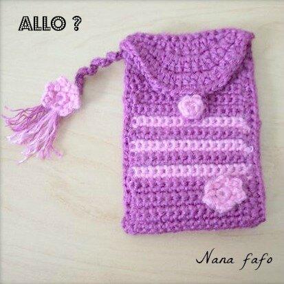 pochette telephone au crochet violet