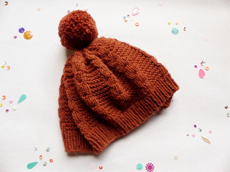 04-bonnet-tricot-facilé-débutant-torsades-caramel-souris-petits-doigts