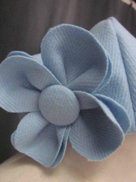 Chapeau AGATHE en lainage à chevrons bleu glacier avec fleur - Doublure lin ciel (3)