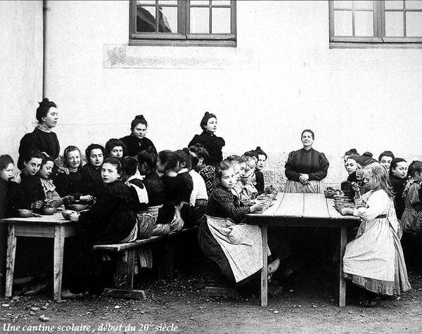 Ecole cantine au début du XXe siècle - Copie