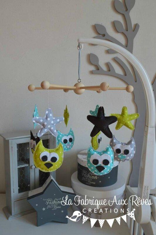 mobile bébé étoiles hiboux chouettes anis turquoise gris foncé gris clair