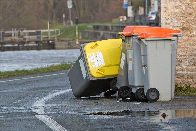tempête poubelle renversée 2 060317