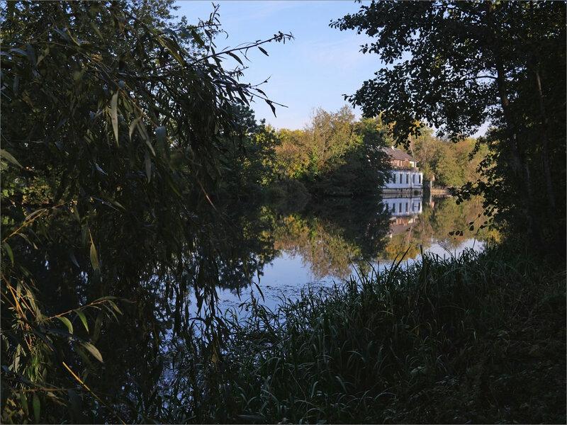Roussille maison bord rivière lumière matin 161020