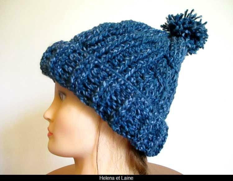 bonnet bleu torsade et pompon3