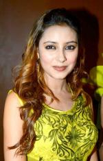 Pratyusha_Banerjee_at_her_birthday_bash