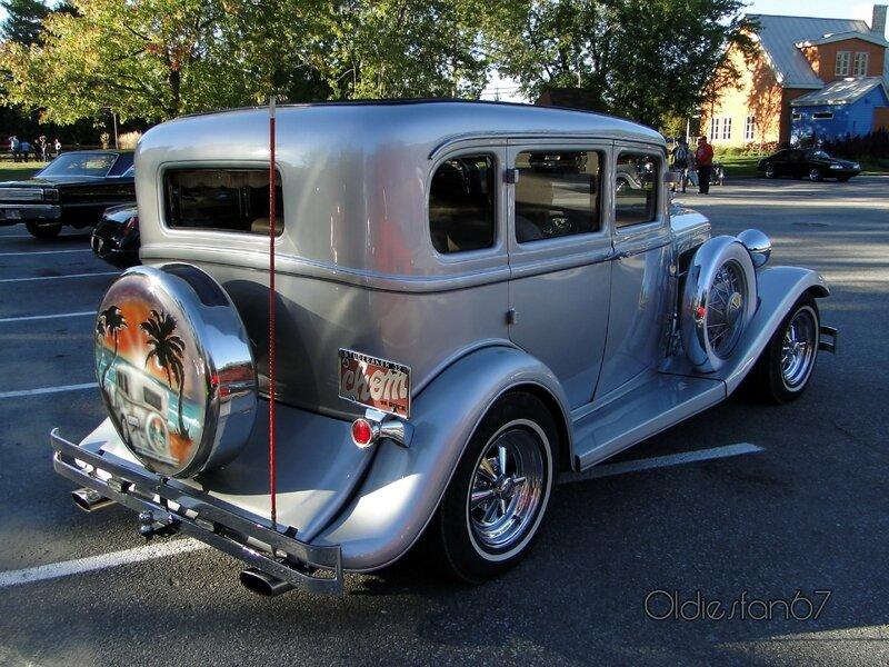 studebaker-sedan-1932-b