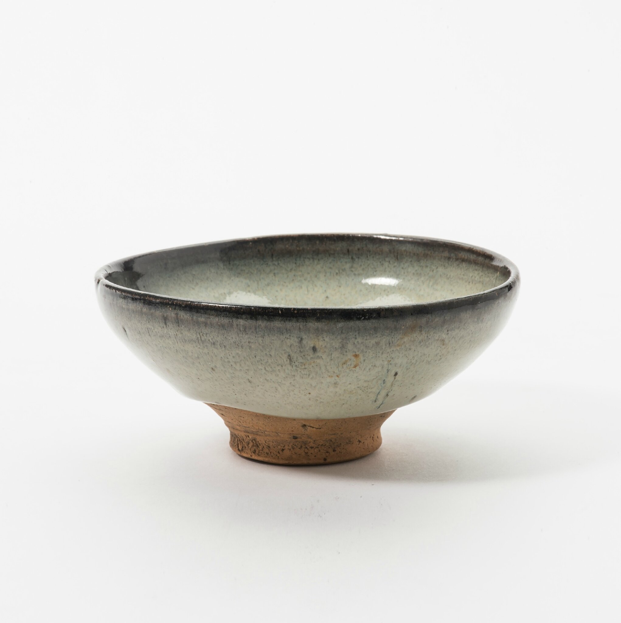 A Chinese Junyao 'moon-white'-glazed bowl, Yuan dynasty (1279-1368)