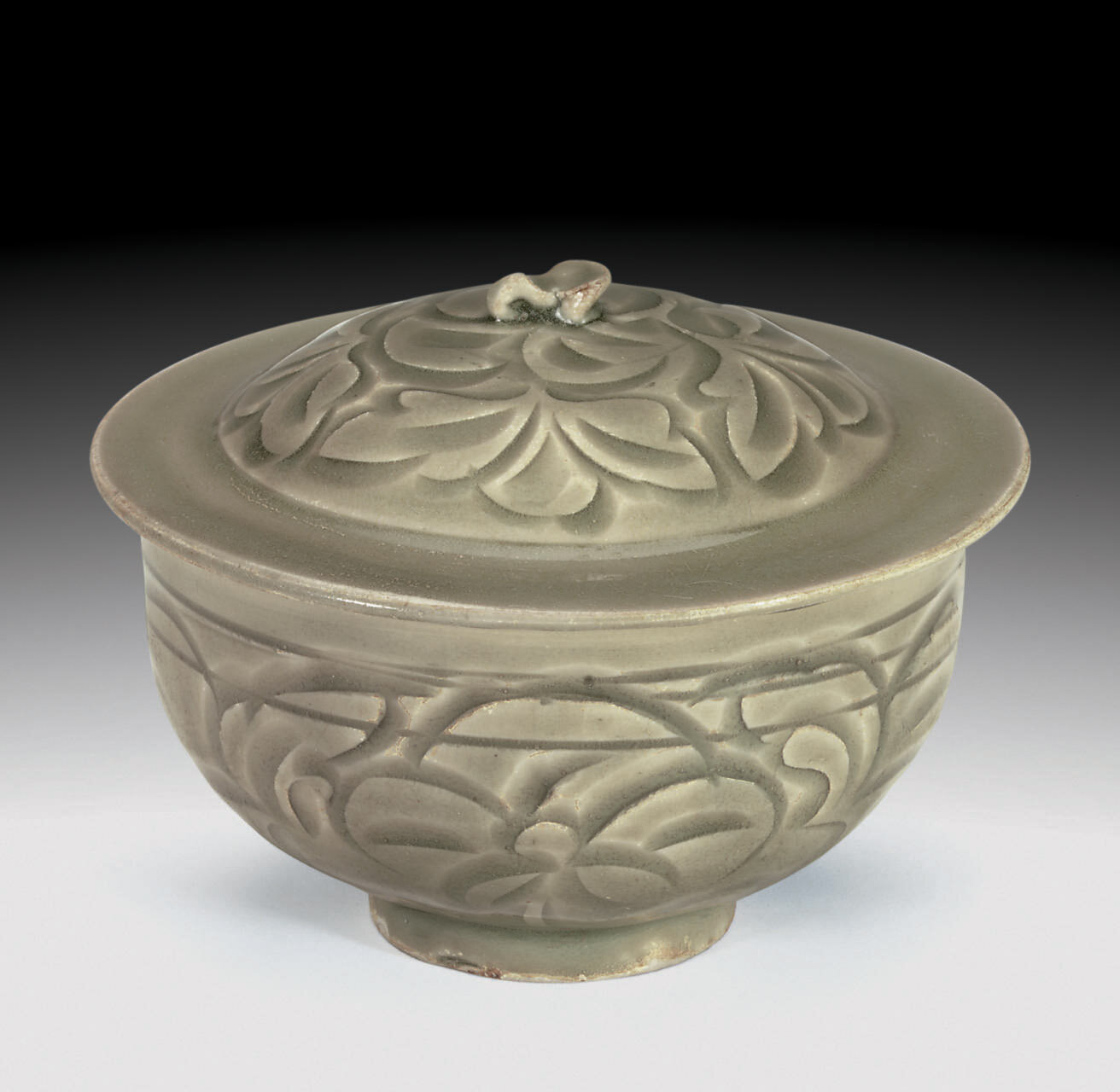 A rare Yaozhou celadon carved bowl and cover, Northern Song-Jin dynasty, 11th-12th century