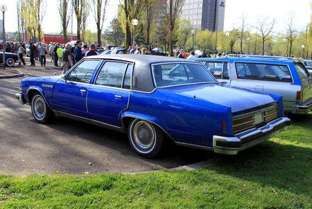 Buick electra 225 park avenue sedan de 1977 (Retrorencard avril 2011) 02