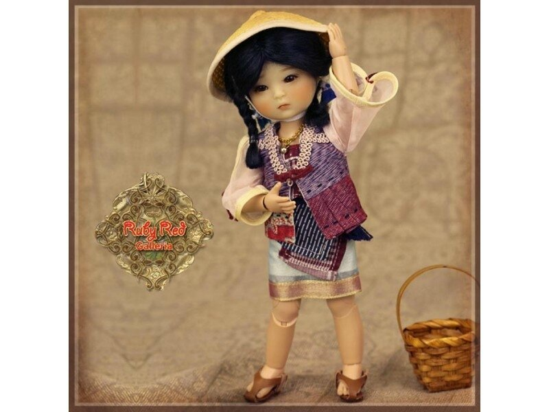 four-kindergartner-poupee-mia-edition-2017-ruby-red