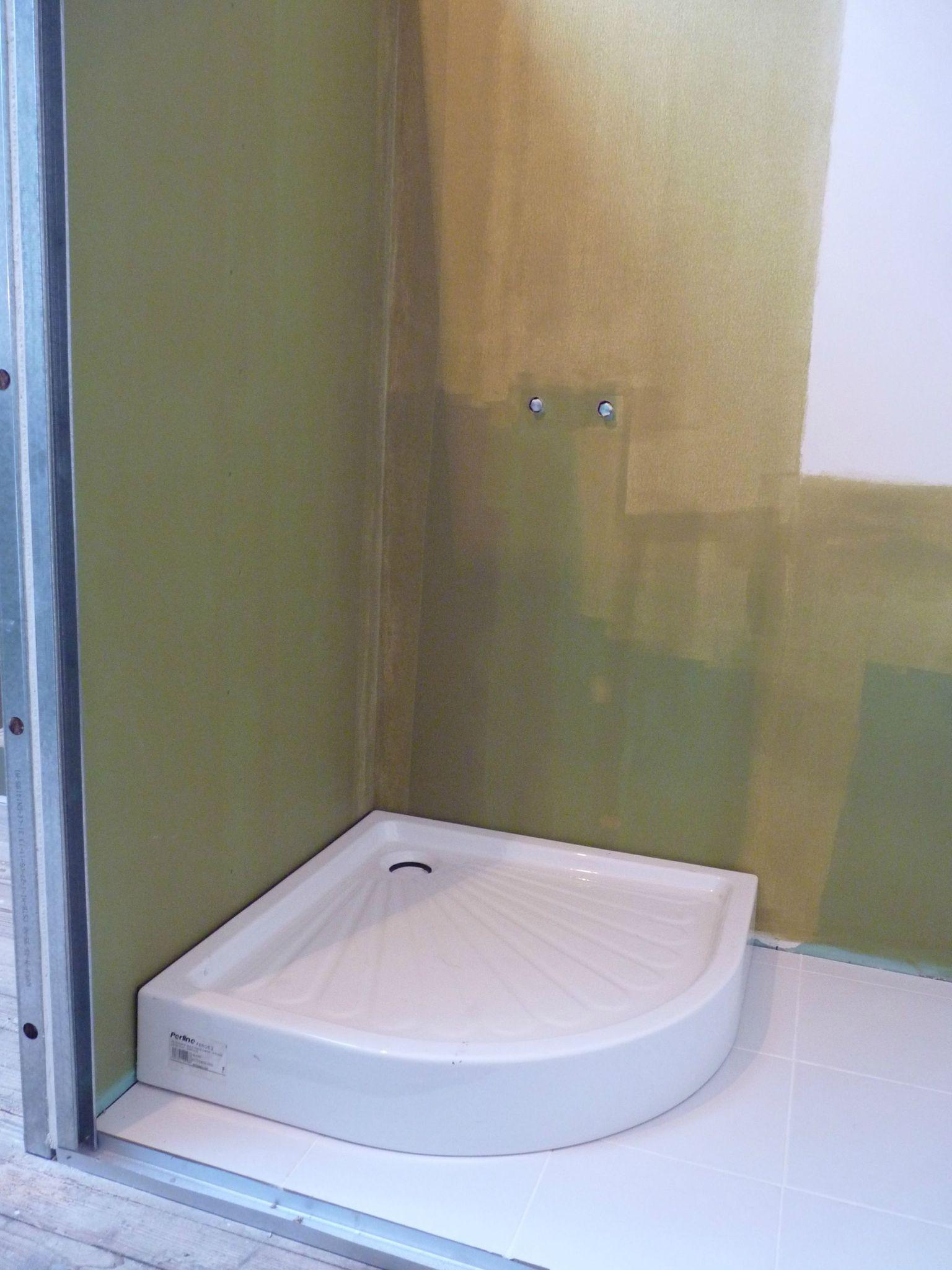 receveur de douche bouge