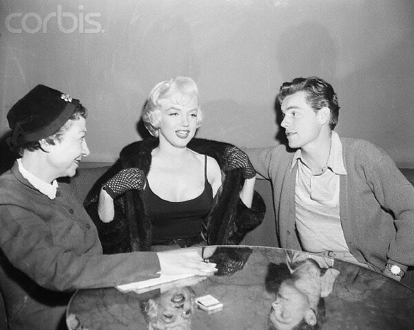 1954-11-26-beverly_hills_hotel-interv_maria_romero-with_robert_wagner-1-1-by_dave_cicero-1