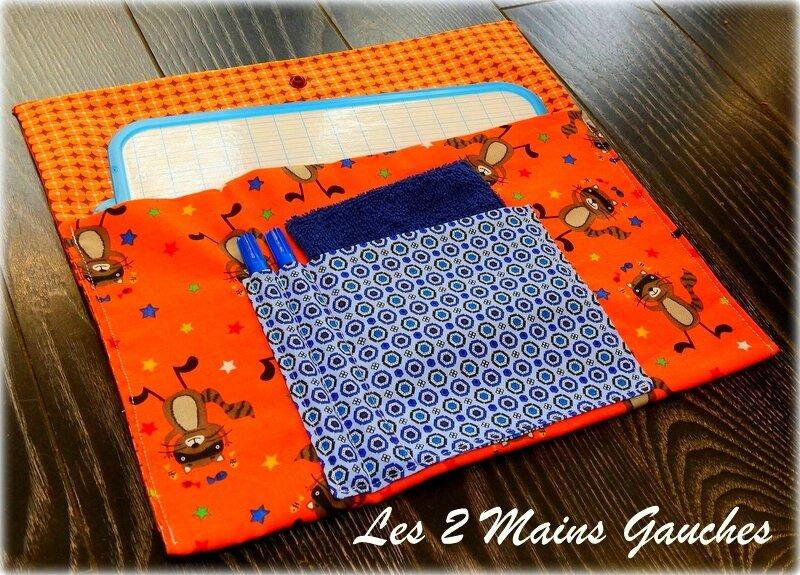 pochette à ardoise orange avec ratons laveurs