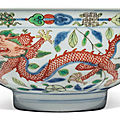 A fine wucai 'dragon and phoenix' bowl, kangxi mark and period (1662-1722)