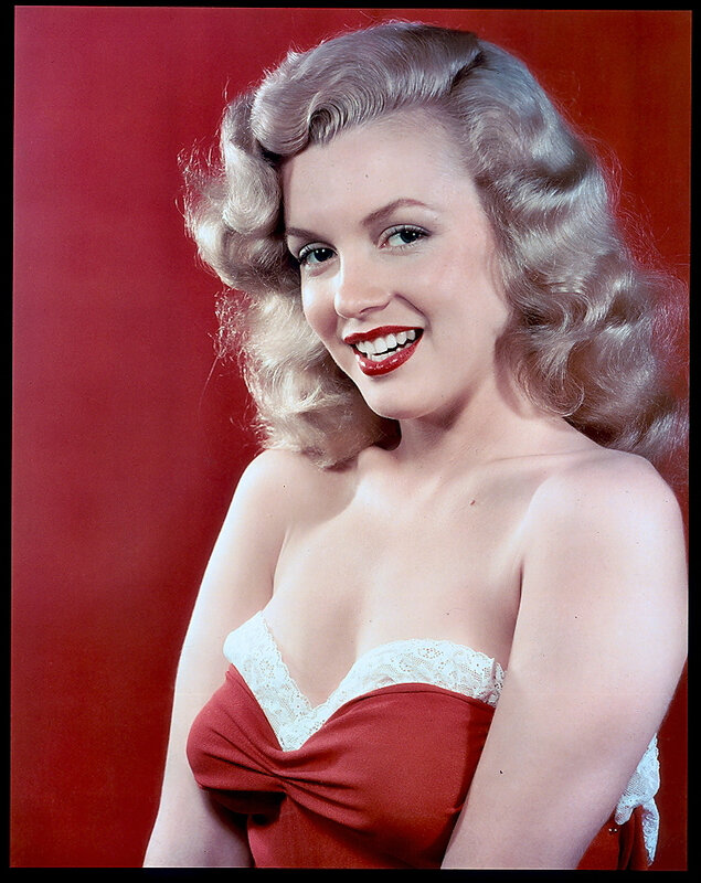 1948-studio-pinup_sitting-neglige_red-010-1-by_willinger-1a