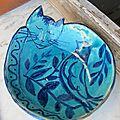 Saladier chat turquoise ; un épisode de la vie de pistou