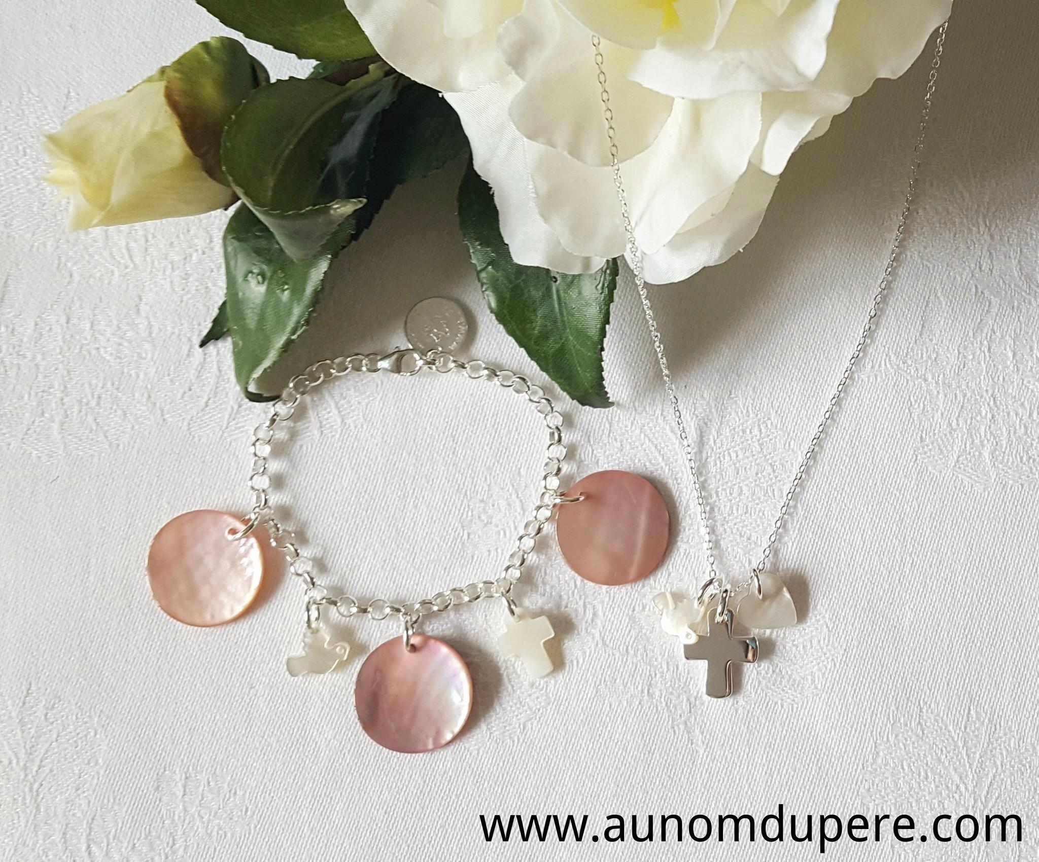 Ensemble collier de Communion avec le bracelet de Communion avec breloques - 48 € le collier ; 65 € le bracelet