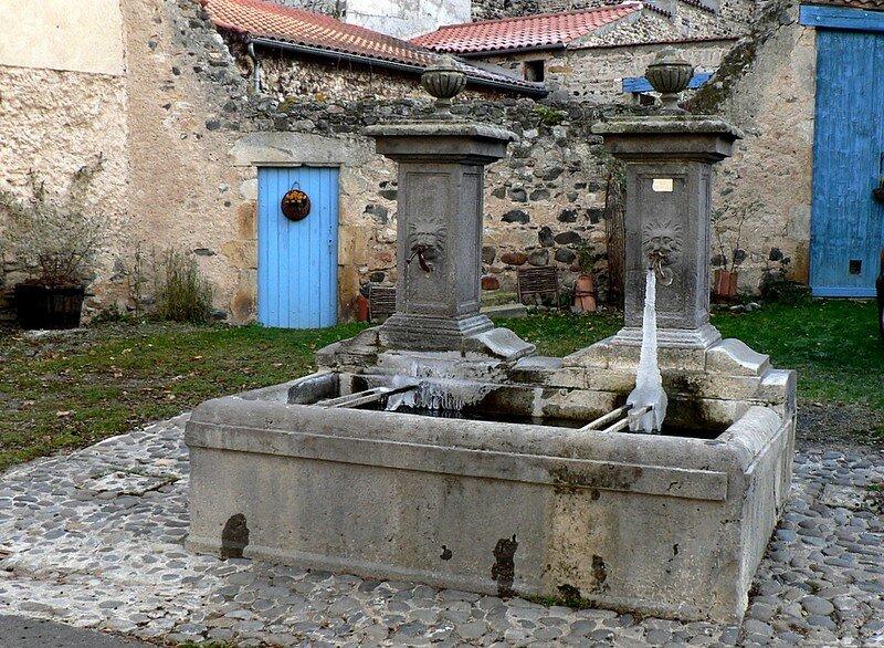 fontaine à Collanges