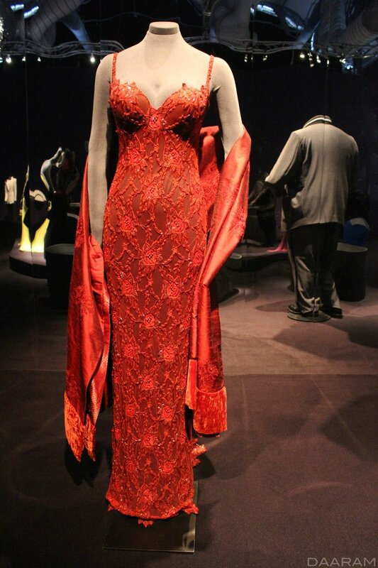 Lupe Lamora's dress created by Oscar de La Renta. « Licence to Kill » 1989. Photo: Olivier Daaram Jollant © 2016